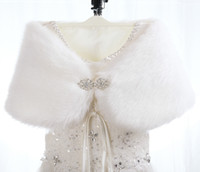 Wholesale Hot Selling Women White Bride Shawl Faux Fur Cashmere Shawls Shrug Jacket Coat Bridal Shawl For Wedding Bridal Accessory