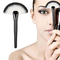 Wholesale New Arrivals Popular Makeup Brushes Blush Powder Foundation Make Up Tools Nylon Fiber Wooden Handle IA4
