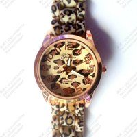 Wholesale Women s Leopard watch gold color Silicone Wristwatches Quartz Ladies dress watch dropship digital time Sport Watch