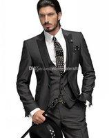 Classic Slim Fit smoking dello sposo Charcoal Grey uomo migliore picco nero risvolto Groomsman Uomini sposa Abiti sposo (Jacket + Pants + Tie + Vest) J330