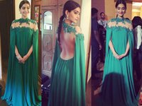 Cheap Sonam Kapoor Emerlad Green Chiffon Long Evening Dress with Cape Saudi Arabic High Neck Dubai Kaftan Prom Dresses Middle East Celebrity Dress
