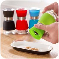Wholesale Silicone slip manually pepper sesame pepper grinder Unleaded glass grinding cruet Mills