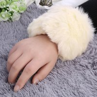 Wholesale 1 Pair Women Winter Wrist Cuff Warm Faux Rabbit Furry Wrist Arms Ankle Cuff Band Gloves Russian Cossack Arm Warmer Top Quality