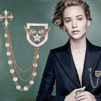 Wholesale New Fashion Pearls Crystals Alloy Cross Brooches Delicate Bridal Pins Jacket Sweater Scarves