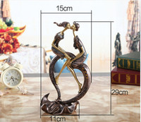 Wholesale Lovers Kiss Living Room Craft Home Wedding Decorations Christmas Ornaments Brand New Good Quality Hot Sales