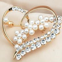 Women's christmas brooch - Heart Pearl Flower Crystal Brooches For Christmas Women s Exquisite luxury temperament Pearl brooches