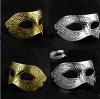 Wholesale Men s Greco Roman gladiator Vintage Half face Masquerade Mask Golden Silver Mask Carnival Mask Male Halloween Costume Party Mask Cosplay