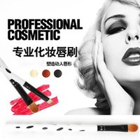 Wholesale Flexible design face care easy to carry and clean no hair removal wood shell lip pencil outline clearly lip liner M59 CXB