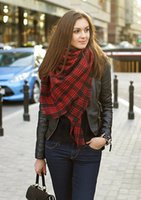 Wholesale Autumn And Winter Vintage London Dainty Classic Black Red Tartan Plaid Scarf Large Thicken Warmth Shawl a Fall Blogger Favorite