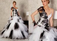 wedding black and white - 2015 Fashion Black And White Ball Gown Wedding Dresses One Shoulder Black Lace Appliques Tiered Tulle Stitching Color Elegant Bridal Gown DH