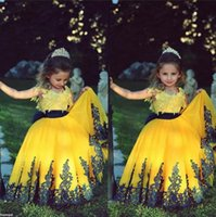 Cheap Arabic Flower Girl Dresses Wedding Gowns Ivory Black Lace Appliques Princess Girls Pageant Dress Formal Formal Wear Jewel Neck Floor Length