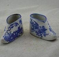 antique ceramic shoes - Used antique porcelain blue and white shoes flowers and birds clear view of a pair of antique ceramics collection antique flea Decoration