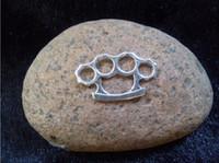 al por mayor colgantes de collar de joyería de bronce antiguo-100pcs- Brass Knuckles Charm Accesorios, antigüedad de la vendimia colgante de plata DIY joyería collar pulsera Making Encontrar 24X14mm