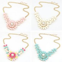 chunky necklaces - 2016 Fashion Charm Jewelry Chain Pendant Crystal Choker Chunky Statement Bib Necklace Rhinestone Flower Resin Necklace Pendant