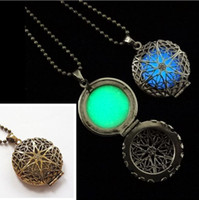 aromatherapy diffusers - Filligree Locket Pendant Necklace Essential Oil Diffuser Aromatherapy Glow Lockets Necklaces Colorful Diffusers Pads Noctilucent Jewelry