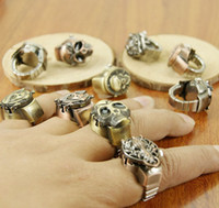 Wholesale Fashion Man Lady Rings Watches In Vogue Woman Men Skeleton Ring Watch Boys Girls Skull Finger Ring Quartz Wristwatches D3181