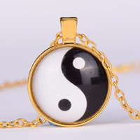 Cheap Yin yang necklace Tai Chi shape black and white glass dome photo pendent chinese Taoism sign ancient Eight Diagrams Zen jewelry 1371