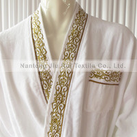 Wholesale 1PCS Soft Cotton White Man Dressed Bathrobe With Embroidery In The Edge