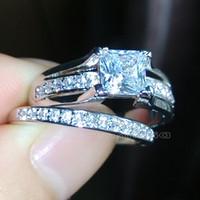 achat en gros de zircone anneau blanc-taille 5,5 / 6,5 / 8/9 Bijoux 10kt or blanc rempli topaze blanche zircone cubique princesse a coupé la bague de mariage Retro femmes pour l'amour cadeau