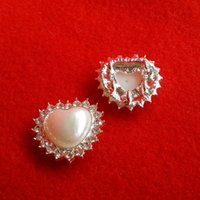 Wholesale 10pcs MM Alloy Silver Plated Crystal Rhinestone Heart Pearl Button With Holes Back For Dress Jewelry Accessory Findings