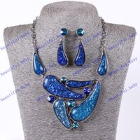 Wholesale Hot Sale Sprinkle glitter vintage fashion stalls resin imitation amber necklace jewelry pendant necklace earrings set