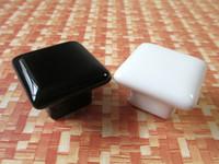 al por mayor negro perillas de la cocina blanca-Cabezales Modernos Cerámica Cuadrado Negro Blanco / Cómoda Tiradores Tiradores Manijas / Mueble Porcelana Tirador Tirador Manija de Cocina