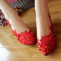 Wholesale Red lace manual custom diamond marry the bride shoes wedding shoes in fashion photo shoes