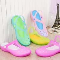 in style shoes - 2015 Cute Candy Sandals Round Hole Ventilated Summer Beach Girls Slipper Women Shoes Newest Style In Stock