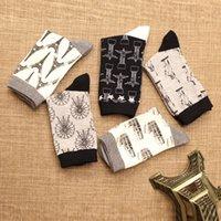 Wholesale Black and white socks socks socks for men and men in Japan s foreign trade socks European style casual socks factory direct