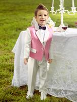 Precio de Lazo formal de color rosa-Cuatro pedazos rosados y blancos de los trajes del portador de anillo refrescan el smoking de los muchachos con la pajarita negra embroma los juegos de los muchachos del vestido formal