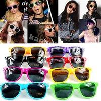 vintage fashion sunglasses - 2015 New Fashion Unisex man and women sunglasses Candy Color Vintage Retro beach sunglasses