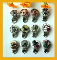 White baby skull shape - New Kawaii Funny Skull Round Shape Wood Baby Pacifier Clip Holder Infant Cute Soother Clasps x44mm