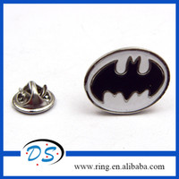 Wholesale 2015 Batman Superhero Hot Comics Silver Lapel Pin Brooch Emblem Badge New Design Welcoming OEM ODM