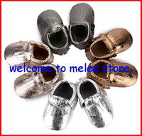 Wholesale Newest Style Baby Shiny moccasins Infant soft sole Gold moccs Baby fringe moccasin shoes Girls Bow Silver Moccs Top Leather melee