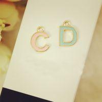 achat en gros de lettre collier pendentif c-10pcs Lettre C D flottant Pendentifs en émail Pendentifs en alliage pour colliers Bracelets Bricolage Accessoires pour bijoux fantaisie