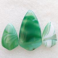 Nuevos sistemas naturales de los granos de los colgantes de la joyería de la piedra preciosa del triángulo de la ágata del Onyx del verde 3pcs / Set para los collares que hacen al por mayor