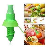 Wholesale Hot Sale Hand Juicer Eco Friendly Plastic Lemon Juicer Citrus Squeezer Sprayer Great Kitchen helper Choice