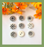 Wholesale 100pcs mm Mixed Snowflakes Wood Buttons Sewing Round Button Boutons Accesories Christmas Crafts Embellishments Cardmaking