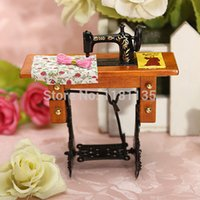 Wholesale Miniature Vintage Metal Sewing Machine Wooden Table Toy Scale Dolls House