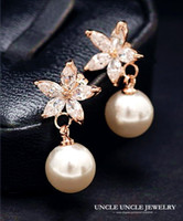 Wholesale 18K Rose Gold Plated Artificial Pearl Rhinestones Inlaid Daisy Petal Design Flowers Lady Earrings