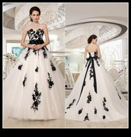 Wholesale Designer White And Black Wedding Gowns Sweetheart Lace Applique A Line Sweep Train Garden Bridal Gowns Bride Dress vestido de novai QM