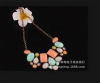 Wholesale New Europe and America Fashion Metal Resin Bubble Luxurious Geometry Polygon Temperament short necklace