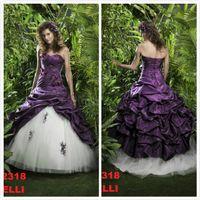 purple plus size wedding dresses - 2016 Purple and White Wedding Dresses Taffeta Lace Applique Beaded Bridal Gowns Gothic Plus Size Wedding Gown