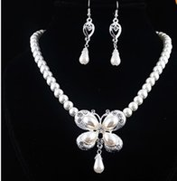 Cheap New Bridal Butterfly Cream Imitate Pearl Necklace Earring Set Rhinestone Hook Piercing Friendship Party Jewelry
