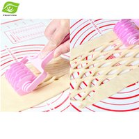 plastic lattice - Quality Plastic Kitchen Baking Tool Embossing Dough Bread Cookie Pie Pizza Pastry Lattice Roller Cutter Craft Cooking Tools dandys