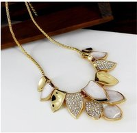 Wholesale New Fashion Style leaves Crystal Pendant Necklace Luxury Choker Necklace Collares Lady Vintage Gold Chain Alloy Necklaces Charming jewelry