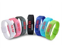 Precio de Pantallas digitales-Más nueva manera suave de caucho de silicona relojes deportivos impermeables pantalla LED digital reloj de pulsera Reloj de pulsera con el imán de la hebilla