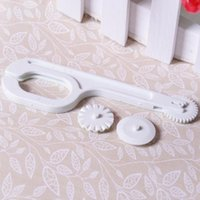 Wholesale Christmas Small roller Embosser Sugarcraft Decorating Modelling Diy Tool Craft Bakeware Tools Cake decorating tools Cupcake