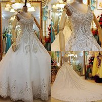 2015 New Sparkly Robes de mariée Robe de bal V-Neck Sheer Back Luxe Crystal Lace Applique Cathédrale Train Rhinestones Organza Robe de mariée