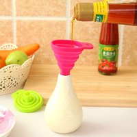 Wholesale Environmentally Friendly Silicone Gel Practical Collapsible Mini Foldable Oil Wine Funnel Hopper Kitchen Tool ZH481